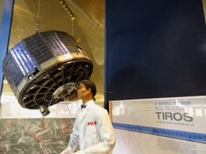 Maquette de TIROS-1 au National Air and Space Museum, à  Washington (crédits : Arnaud Saint-Martin, 2014)