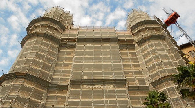Sauver la façade. Palazzo Ducale, impalcature, Urbino (crédits : Fabrizio Pivari, 2014, via Flickr)