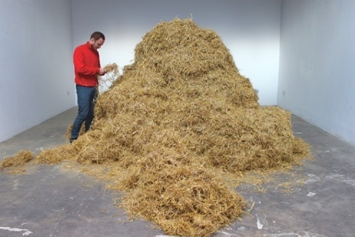 Le critique, homme de paille ? Sven Sachsalber, Looking for a needle in the Haystack (crédits : palaisdetokyo.com/fr/events/sven-sachsalber)
