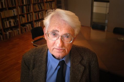 Solitude de l'agir communicationnel dans l'espace public. J. Habermas, à 85 ans  (source : http://vozpopuli.com/)