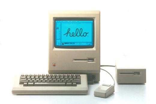 Image d'un tirée d'un tract publicitaire promouvant le Macintosh d'Apple, en 1984 (via http://mathieuchabod.fr/1984-la-meilleure-publicite-de-tous-les-temps/)