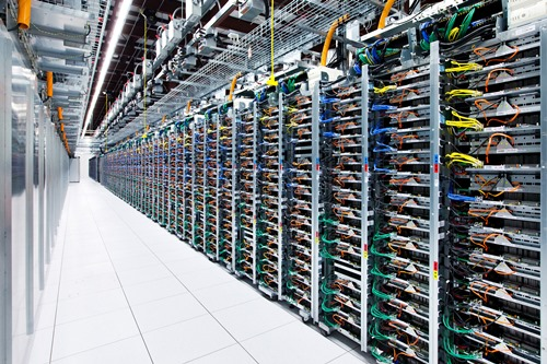 UN Google Data Center (crédits : http://hovercraftdoggy.com/)