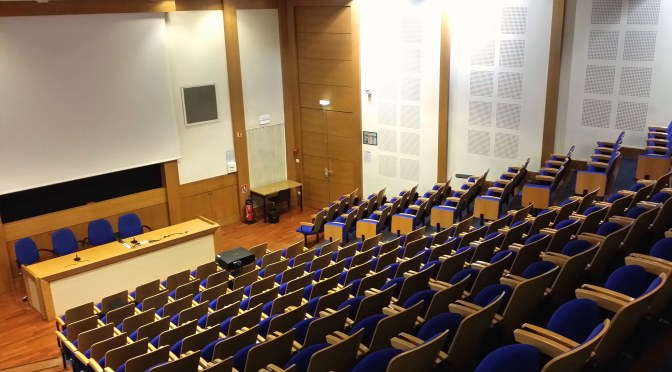 Conférence du troisième type à l'EHESS : des centraliens tentent de comprendre Isabelle Stengers