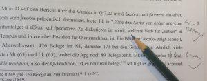 Ein spitzer Bleistift und ein scharfes Auge sind gefragt, nicht nur beim Redigieren exegetischer Texte.
