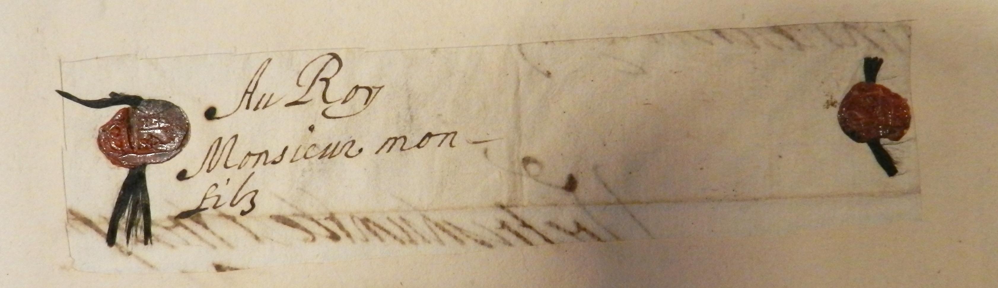 Fol. 3 : lettre de Marie de Médicis à Louis XIII, date inconnue. Cachet ovale en gomme laque coloré, rouge, à ses armes, timbrées d'une couronne fermée, de 15 x 12 mm environ. Autre cachet de la même matrice en fol. 34v. Avec une couronne plus lisible, sur une lettre du 1e septembre 1621 au Plessis-les-Tours, à Louis XIII. Voir aussi fol 56. Lettre au duc de Bellegarde du 27 octobre 1627.