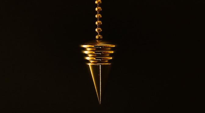 Pendule d'hypnose doré