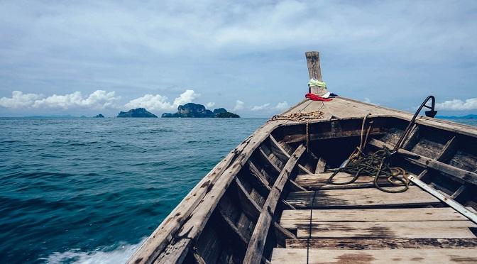 Bateau sur une mer agitée