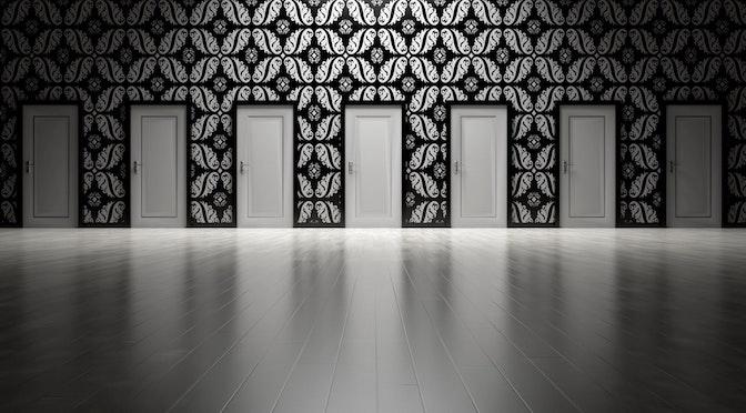 Pièce contenant plusieurs portes