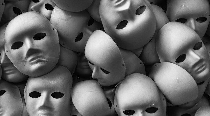 Masques de visages humains vides