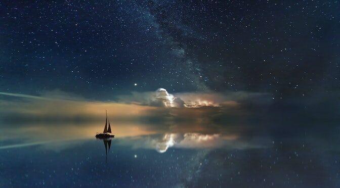 Bateau voguant sur une mer d'étoile