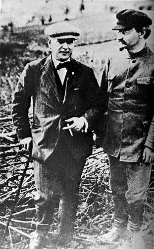 Christina Rakovski et Léon Trotski Reproduction numérique confiée par Christan Delrue, origine inconnue de la photographie originale