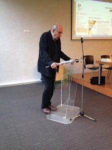 Le comédien Philippe Morier-Genoud le 11 mai dans la salle de conférence de l'Institut français de l'Éducation (Photographie AM)
