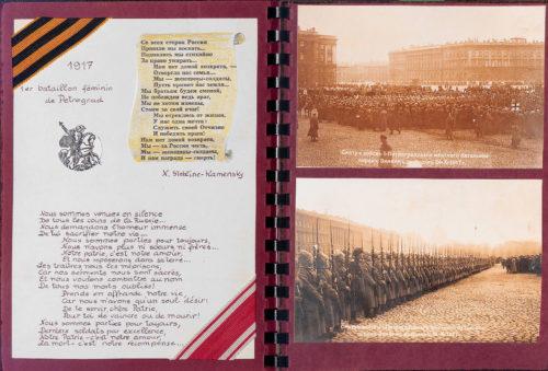 Pages de l'album photo de la famille Schagall. À gauche : le poème « Bataillon féminin » de Natacha Stebline-Kamensky [Schagall] avec le ruban jaune et noir et l'insigne de l'ordre de Saint-Georges, ainsi que le ruban rouge et blanc de l'ordre de Saint-Stanislas. À droite : deux reproductions des cartes postales photographiques du 1er bataillon féminin de Petrograd sur le champ de Mars, 1917.