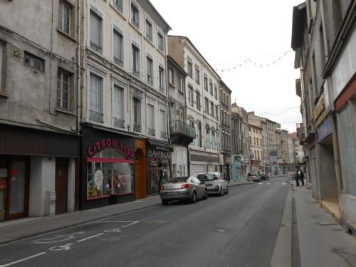 La rue principale - un jour de semaine - midi - Rive-de-Gier, Janvier 2014