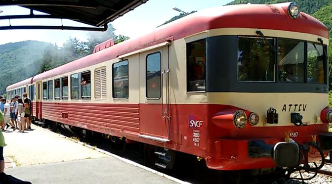 Départ du Veyn'art (Train Touristique, Artistique et Historique) depuis la gare de Lus-la-Croix-Haute durant le Traintamarre de juillet 2015 (photo : G. Trotta-Brambilla)