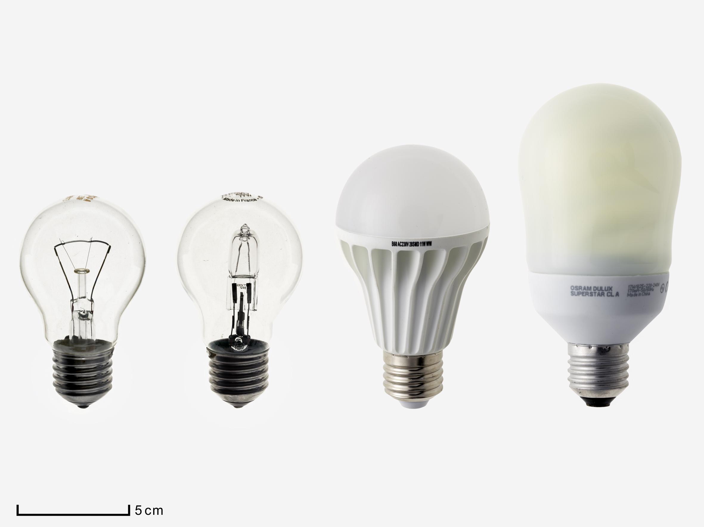 Lampes incandescence-tungstène, tungstène-halogène, fluo-compacte et à diodes électroluminescentes. © C2RMF/Anne Maigret
