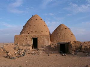 Maison en brique crue en partie reconstruite sur des soubassements byzantins © M.-O. Rousset