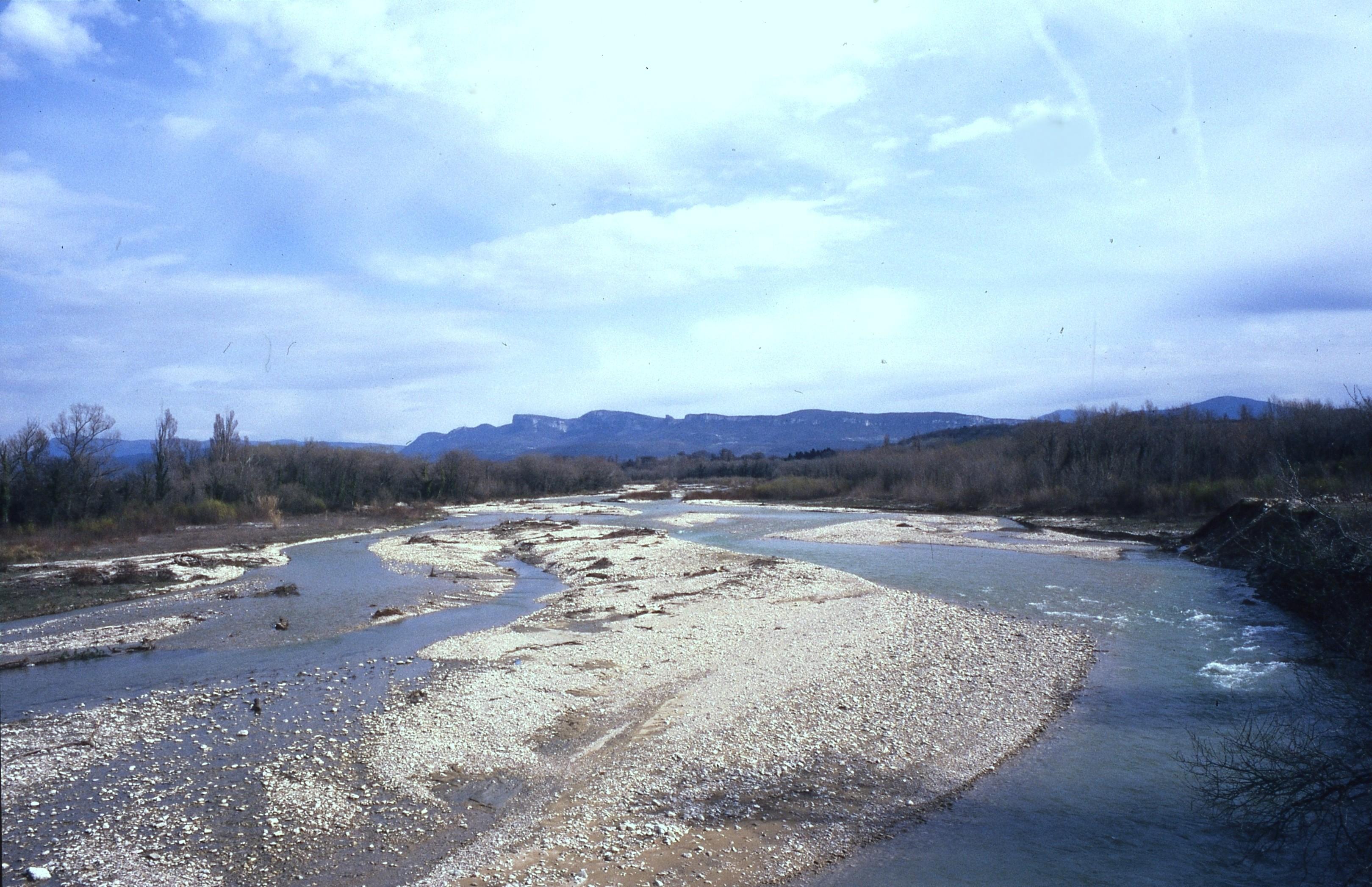 Saint-Gervais-sur-Roubion (26)  : galets de rivière © J. Tardieu