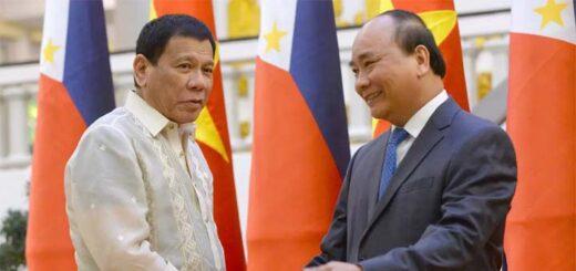 Tổng thống Philippines Rodrigo Duterte (T) bắt tay thủ tướng Việt Nam Nguyễn Xuân Phúc ngày 29/09/2016. Hai bên đã thảo luận về việc phân định ranh giới biển ở Biển Đông. © AP - Hoang Dinh Nam