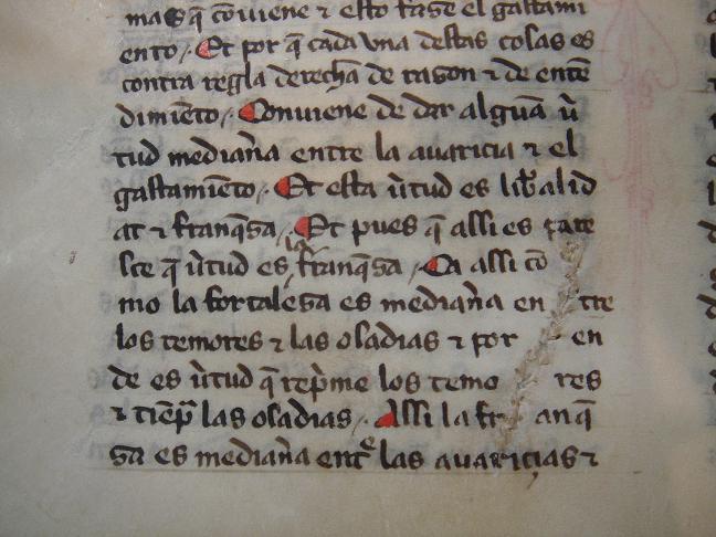 Costura en un folio de pergamino. Valladolid, Universidad, Biblioteca de Santa Cruz, ms. 251.