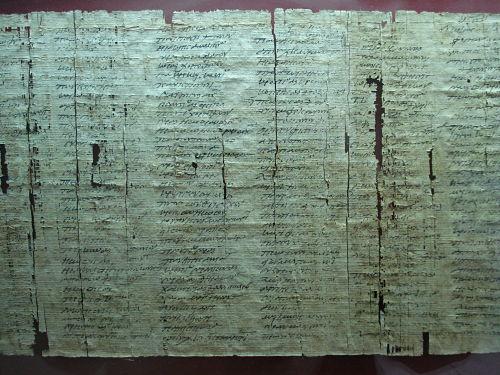 Fragmento de un volumen procedente de la Villa de los Papiros (a. 79 d. C.).Herculano. Italia Foto JMFR