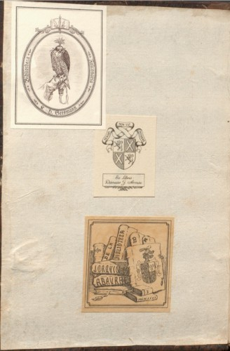 Exlibris de Abaurre (abajo), Gutiérrez Arrese (centro) y Gresmann (arriba) en un códice que perteneció al marqués de Caracena (superlibris)