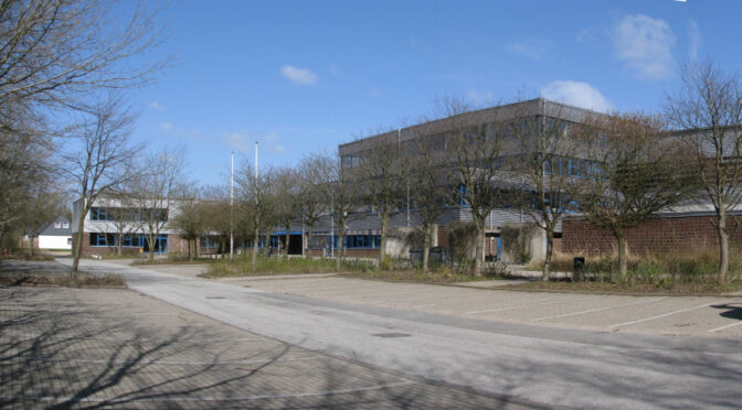 Zur Bibliothek der Hermann-Tast-Schule in Husum