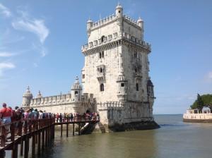 Fila de visitantes à entrada da Torre de Belém Lisboa, 2014
