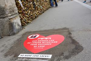 """Campanha """"No more love locks !"""" Paris, ago. 2014"""