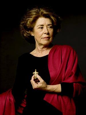Leonor d'Orey com pendente em cruz da colecção do MNAA / Jóias Encontradas / Cristina Filipe - C.B.Aragão