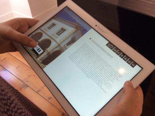Utilização da app Núcleo Museológico Rota da Escravatura Foto: MIR, 2016