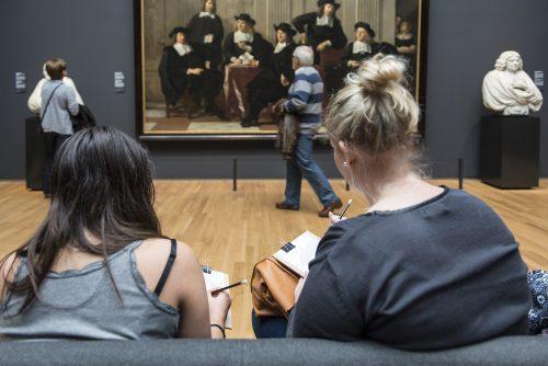 Visitantes a desenhar no museu #Startdrawing