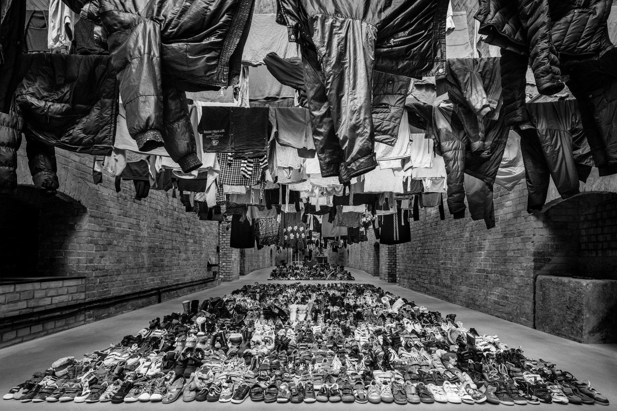 Despojos recolhidos no campo de Idomeni, fotografados no estúdio de Ai Weiwei, em Berlim Foto: Ai Weiwei Studio, 2016