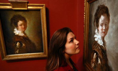 Jovem mulher de Jean-Honoré Fragonard, à esquerda, e cópia Made in China, de Doug Fishbone, 2015 Londres, Dulwich Picture Gallery Foto: Carl Court/Getty Images