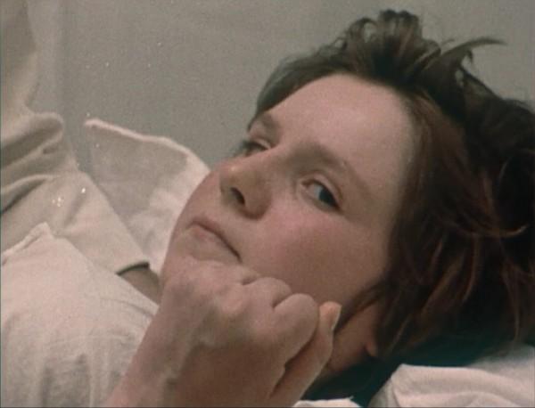 """""""Premier amour"""" (1974) de Krzysztof kieslowski, Jadzia en plein accouchement."""