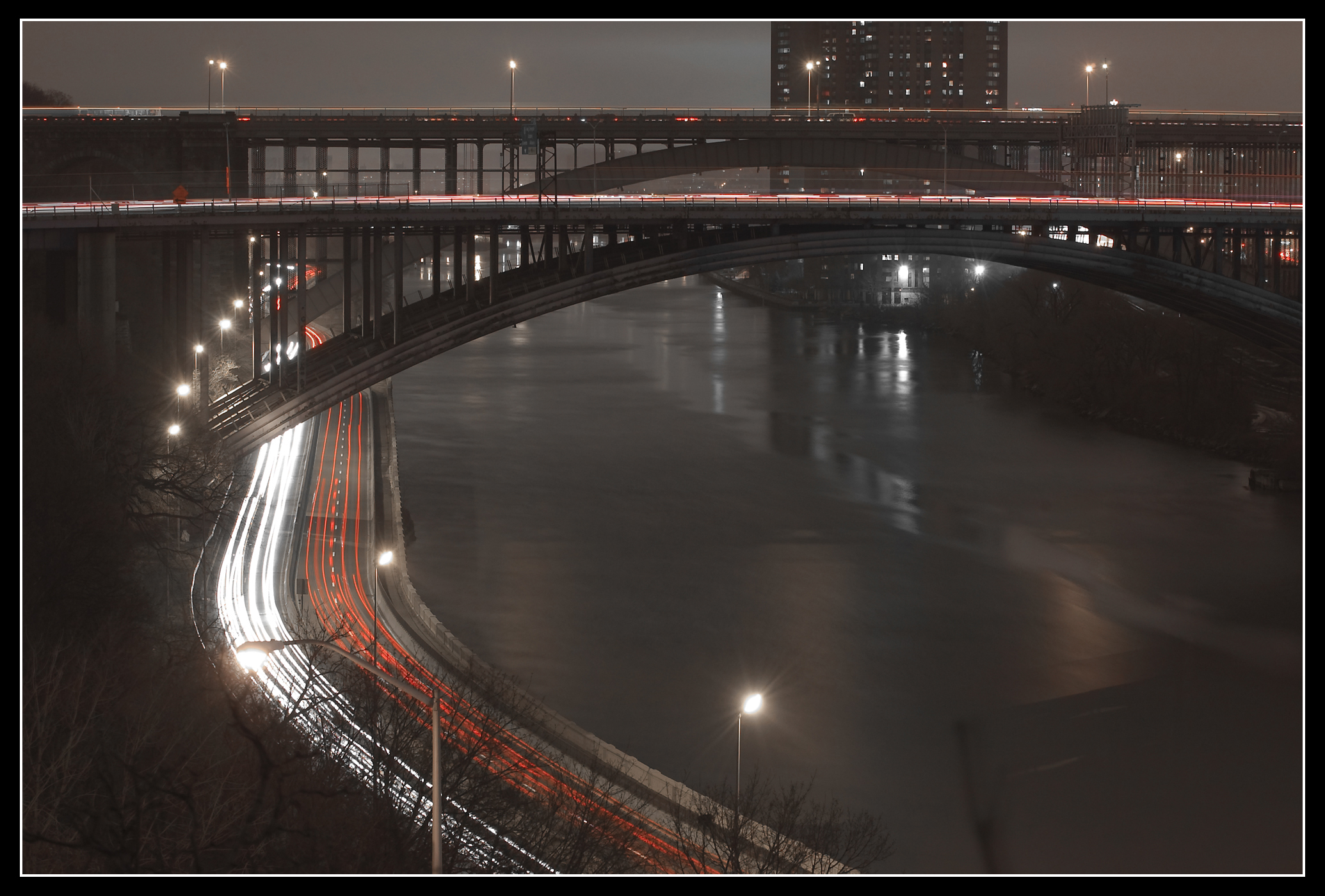 Harlem River, Manhattan/Bronx ... Saturday night, by Timothy Vogel, licence CC