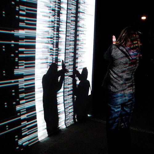 """data.tron"" de Ryoji Ikeda, Sébastien Bertrand (CC BY 2.0)"