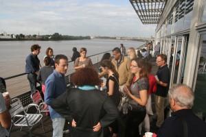 néAccueil matinal sur la terrasse de Cap Sciences avec vue sur la Garonne ; débat final et conclusion en fin de journée dans la salle de Cap Sciences