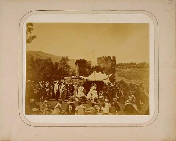 Diffa au camp, près de Tlemcen, 1865, Moulin Félix Jacques Antoine (1802-1879),  Bnf, PETFOL-QE-842, (Le couple Impériale en visite aux ruines médievales de Mansourha)