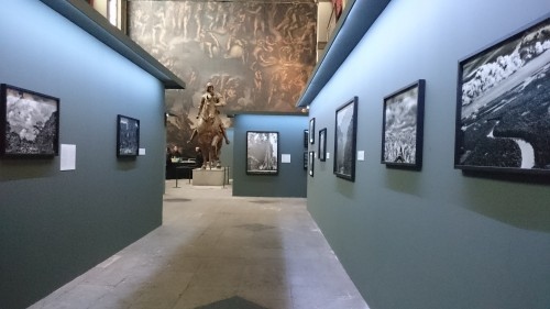 Vue de l'exposition Colonie à la Chapelle des Beaux-Arts de Paris, 04 novembre 2015, photographie de l'auteure.