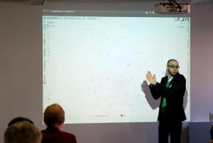 Frederik Elwert explaining how Gephi works