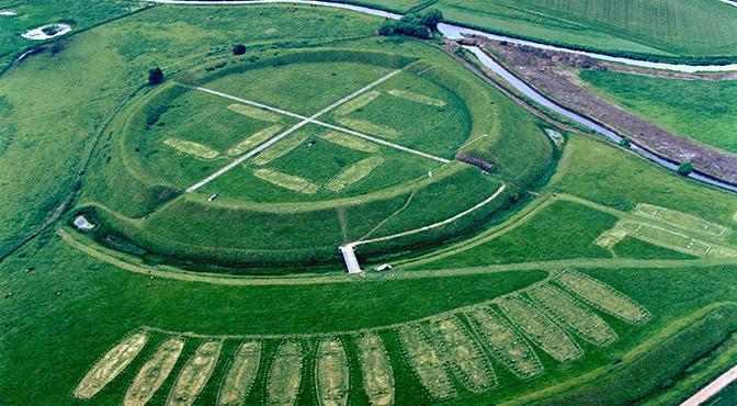 Découverte d'une forteresse circulaire de type « Trelleborg », près de Køge,  au sud de Copenhague, en Østsjælland.