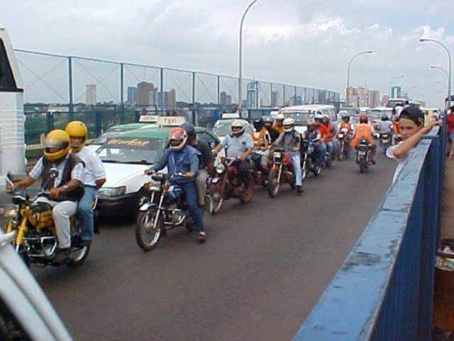 Crossing the Friendship Bridge - Ciudad del Este to Foz do Iguaçu