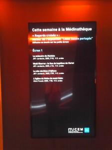 """Médinathèque. Cartels généraux des écrans de """"Regards croisés"""". Copyright: S.E.L"""