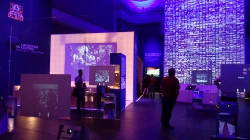 Exposition Lumière ! Ensemble d'écrans - © Nicolas Schmidt – IHTP/CNRS