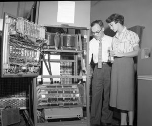 Data Processing Machine (Jahr unbekannt); Digital Publisher: Cushing Memorial Library and Archives, Texas A&M University, College Station, Texas; Quelle: Flickr, CC BY-NC-ND 2.0.
