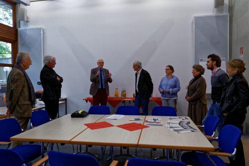 M. Brechtken (3.v.l.) und U. Elbracht (4.v.r) diskutieren mit VertreterInnen des Werkbund Bayern.Foto: Alexander M. Klotz. Alle Rechte vorbehalten.