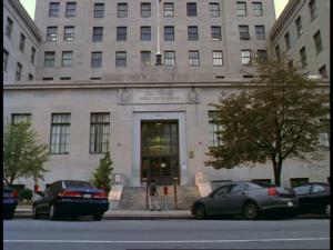 Arrivée devant le bâtiment de l'administration.