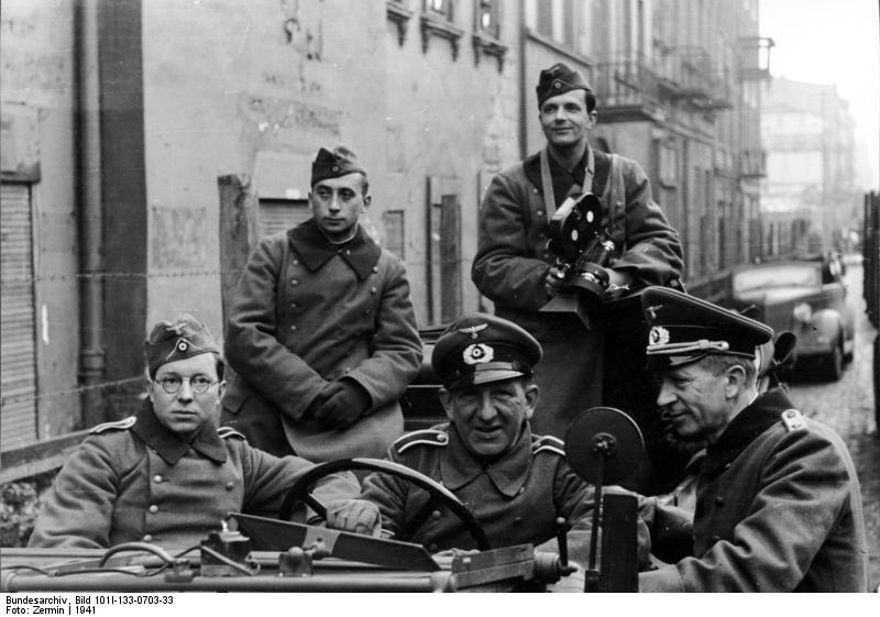 Polen, Ghetto Litzmannstadt. - Angehörige der PK 689 in offenem Fahrzeug