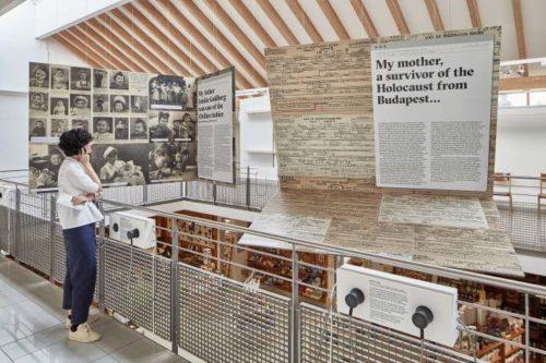 """Galerie des Klosterladens """"Sankt Ottilien – das Bendiktinerkloster und seine jüdische Geschichte 1945-48"""". Foto: Jens Weber"""